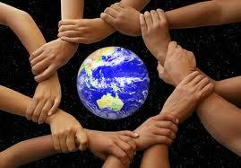 mãos dadas em volta do planeta